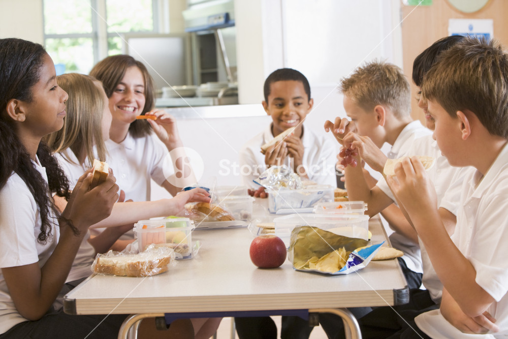 schoolchildren-enjoying-their-lunch